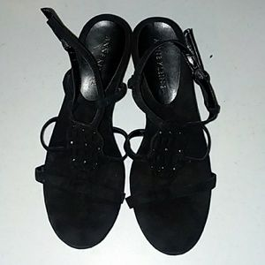 Amazing Anne Klein black wedges